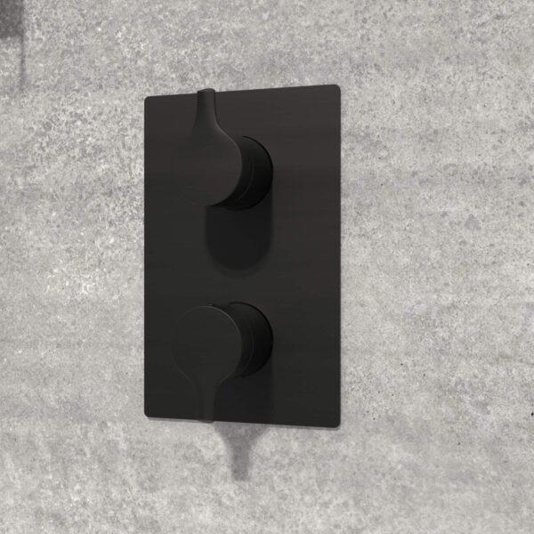 valve de douche noire NOB98TS3TMB sur mur de pierre